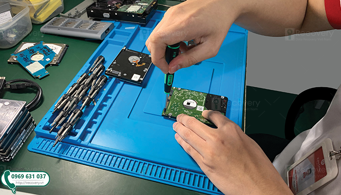 HDD hay SSD khi hư thì dòng nào phục hồi dữ liệu được dễ hơn?