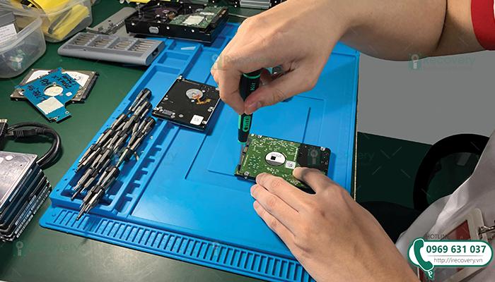 Thay board mạch cho ổ cứng phục hồi dữ liệu